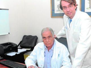 Erick Schulten Urologo de nuestra Clinica Abandera junto a otro medico Malagueño una técnica pionera en Andalucía contra el cáncer de prostata.